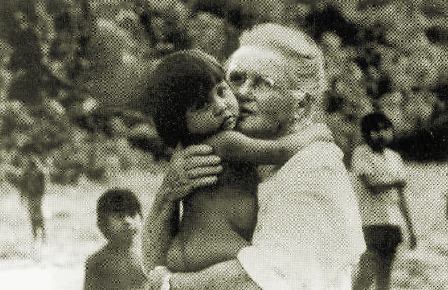 Elisabeth Elliot with a Huaorani baby during a later visit to the tribe