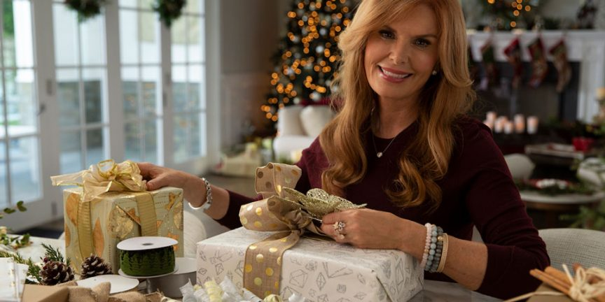 roma downey wrapping christmas presents